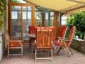 Markýza je ideální pro zastínění rodinného posezení, zdroj: shutterstock.com