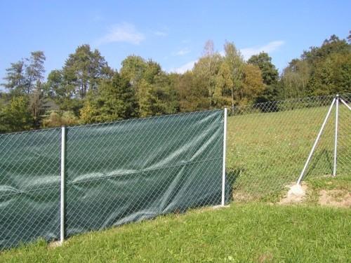 Stínící síť na plot, zdroj: stinici-site.cz